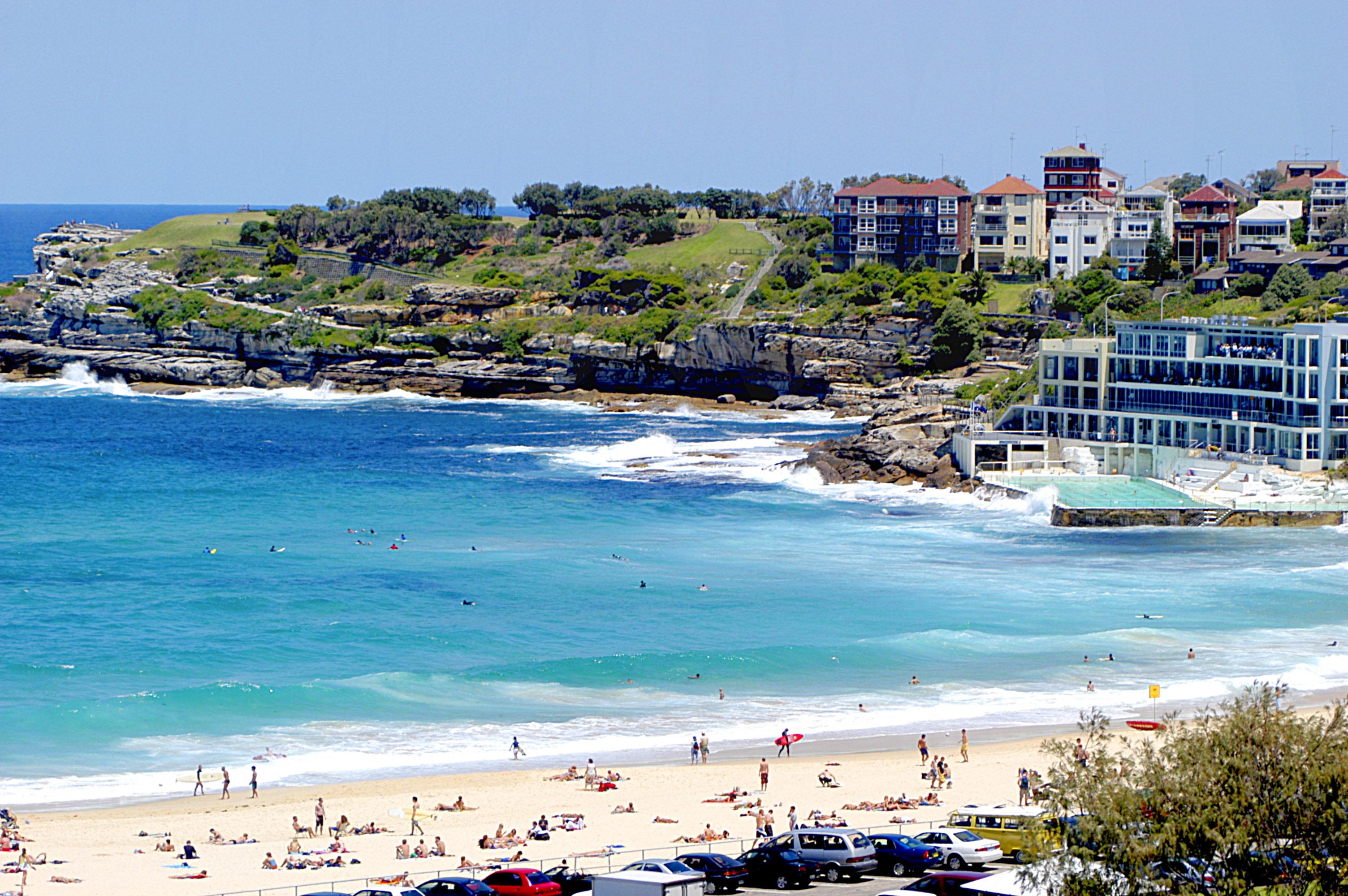 Bondi-Beach-Wonders-of-Soft-White-Sand-Make-This-Beach-is-Spectacular